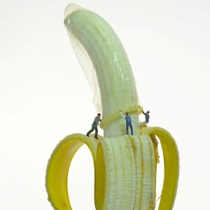 1-banana-condom-little-people-leon-dafonte-fernandez
