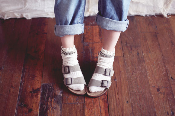 Normcore-fashion-trend-Birkenstocks-with-socks